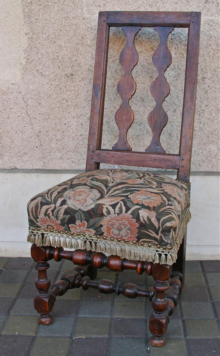 Chaise espagnol xviii me en noyer chaises tabourets for Chaise en noyer