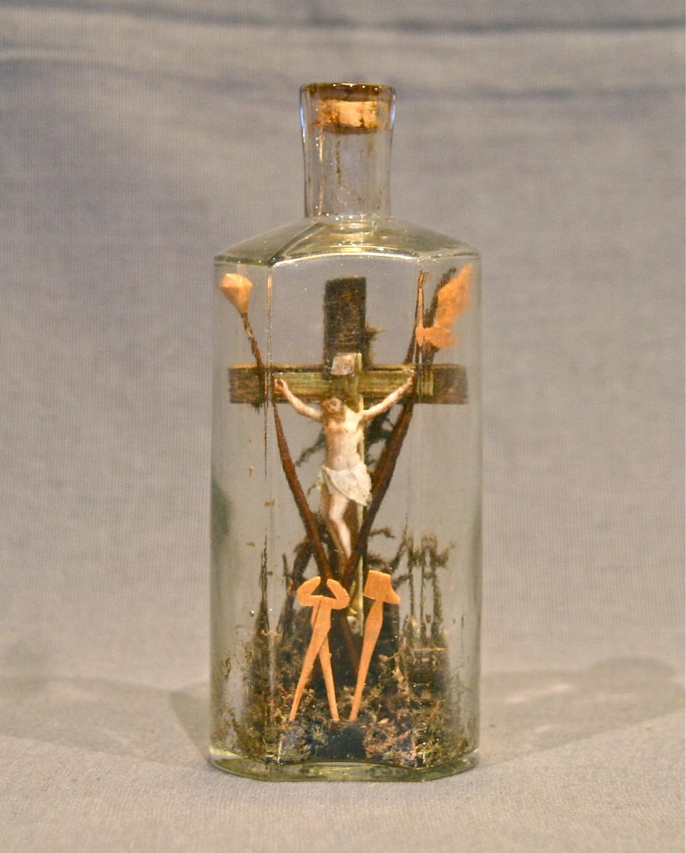 Christ de la Passion en bouteille XIXème