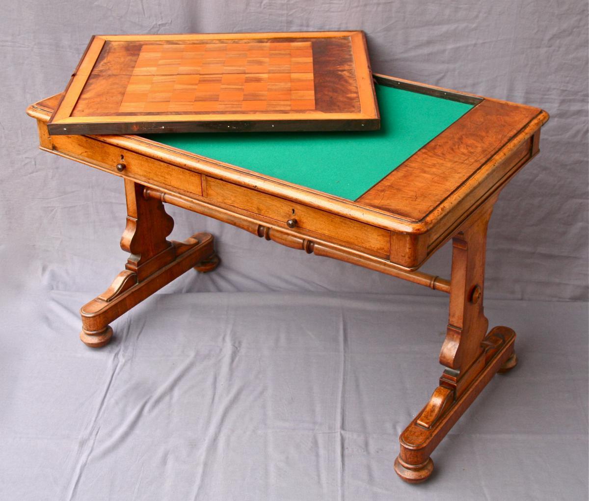 Table à jeu anglaise XIXème en noyer