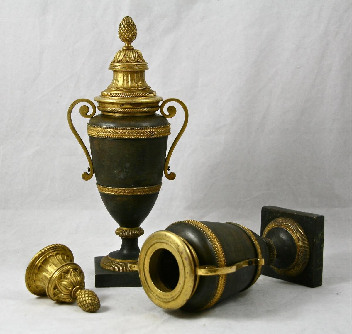 Paire De Vases Cassolettes Louis XVI En Bronze d'époque XVIIIème