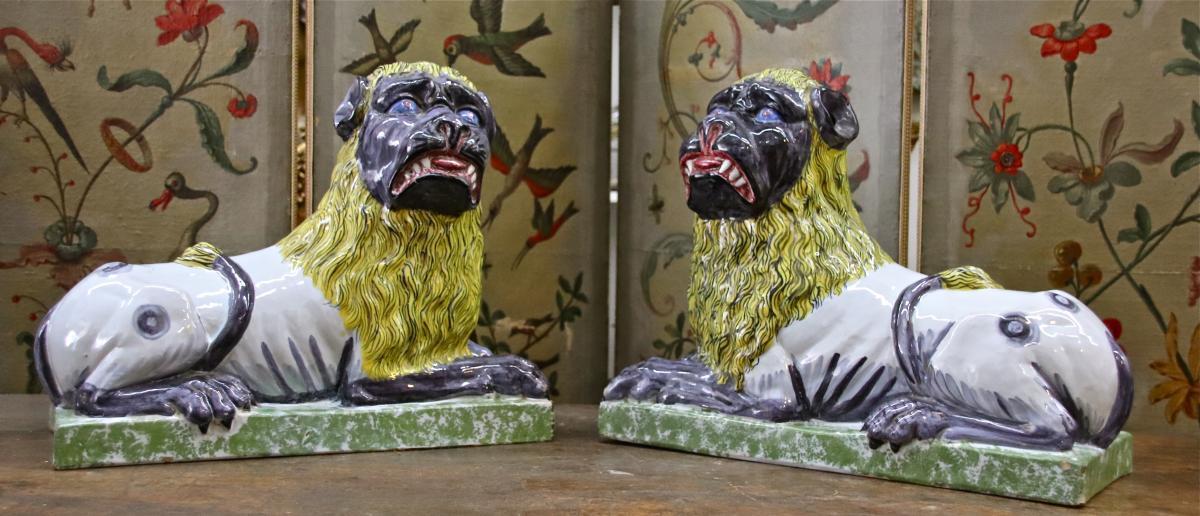 paire de lions XIXème en faïence de Lunéville