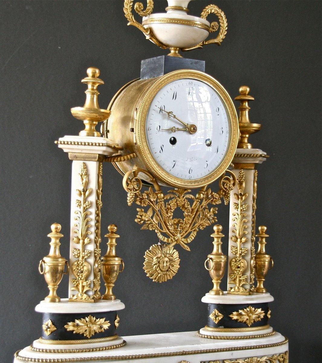 Pendule Portique Louis XVI En Marbre Et Bronze Ciselé  d'Époque XVIIIème