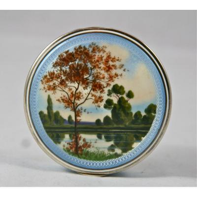 boîte XIXème en émail sur vermeil à décor de paysage.