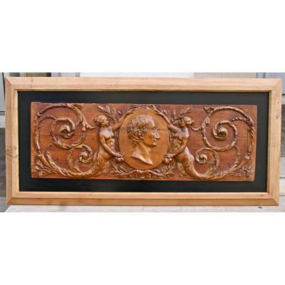Panneau De Bois Sculpté XVIIIème Représentant Montesquieu
