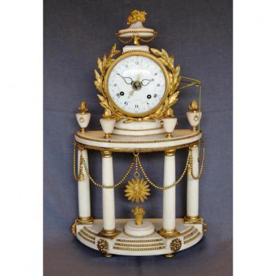 pendule portique Louis XVI