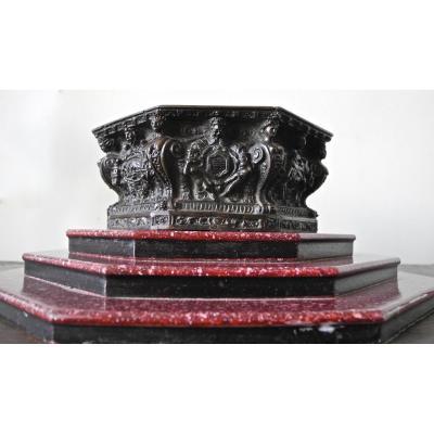 Coupe, Puit du palais des Doges XIXème En Bronze Sur Socle En Porphyre