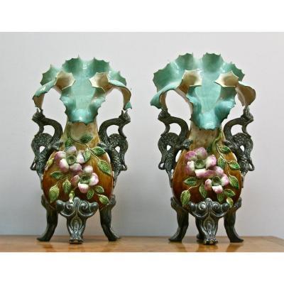Paire De Vases XIXème En Barbotine Aux Dragons