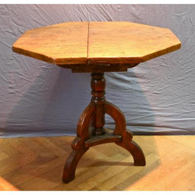 17th Century Swivel Octagonal Table In Walnut
