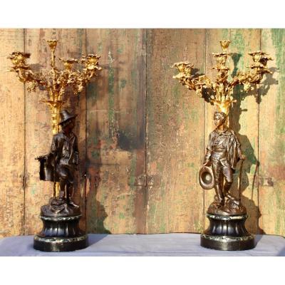 Paire De Candélabres En Bronze Aux Personnages d'époque XIXème De E. Blavier