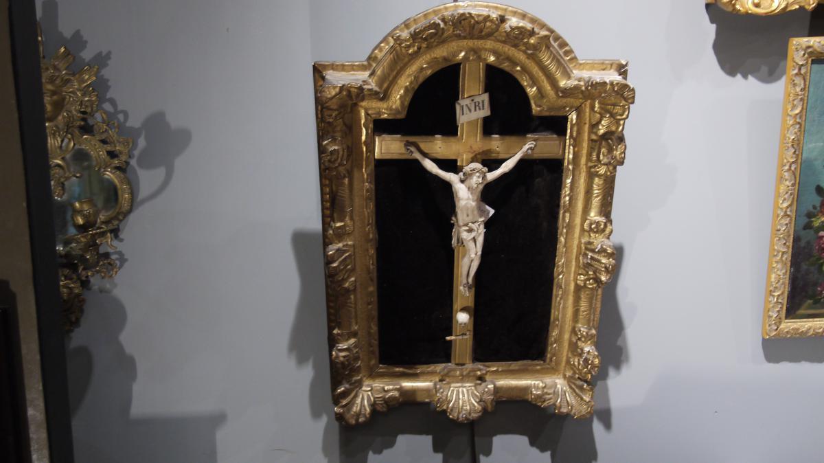 Christ En Ivoire