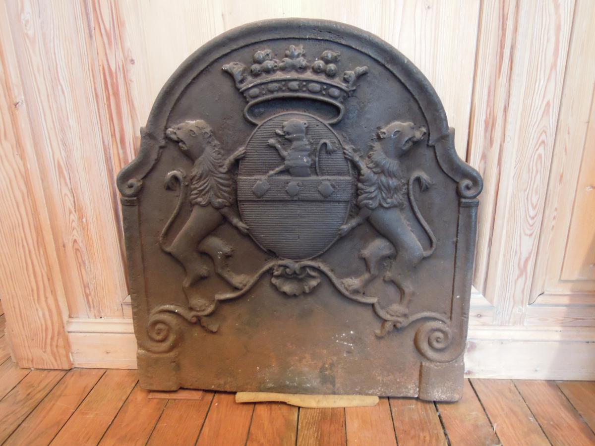 Plaque de cheminée armoriée en fonte, XVIIIe siècle
