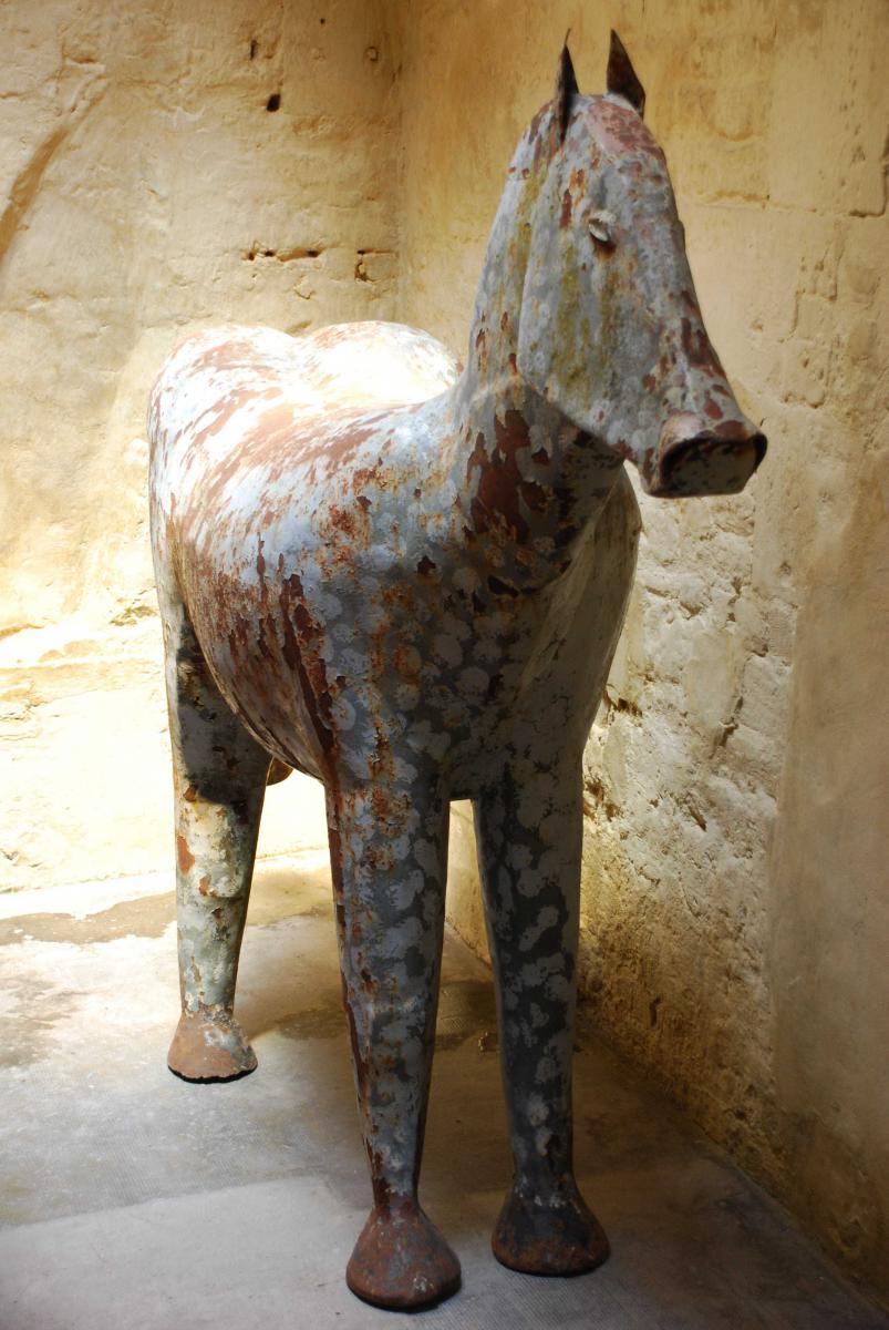 Grande sculpture de cheval stylisé. Art-Déco ou moderniste