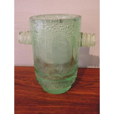 Vase Daum à anses en verre bullé vert clair