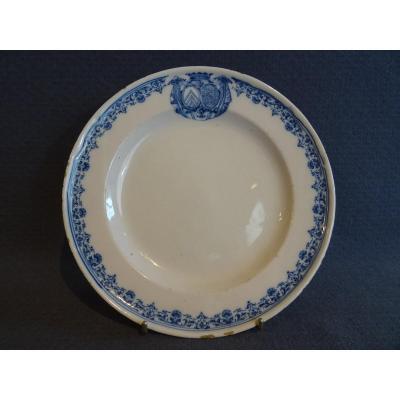 Assiette armoriée en faïence de Moustiers XVIII ème  (1734 )