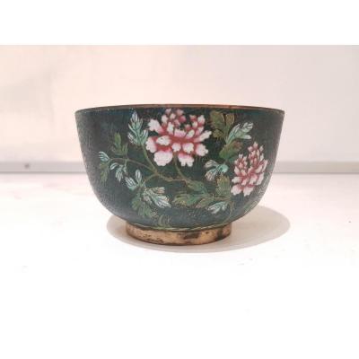 Bol En émaux Cloisonnés. Décor Floral Sur Fonds Vert. Asie 19ème Siècle.