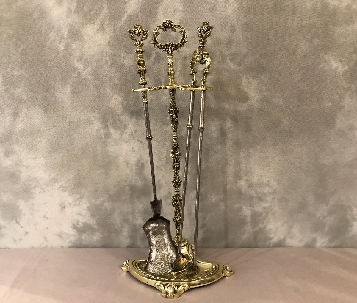 Large Antique Fireplace Servant In Flowered Bronze From The 19th Louis XVI Napoleon III