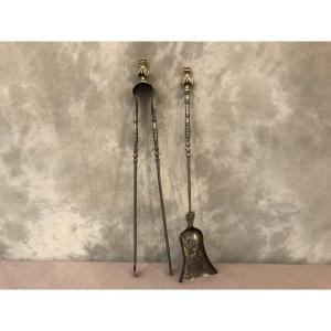 Ensemble D'une Pelle Et D'une Pince En Fer Et Bronze De Style Louis XVI D'époque 19ème