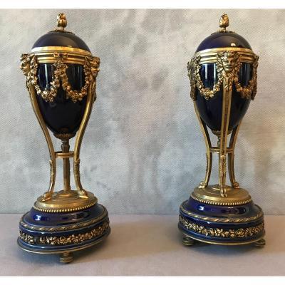 Paire De Cassolettes Formant Des Bougeoirs En Bronze Et Porcelaine Bleue D'époque 19ème