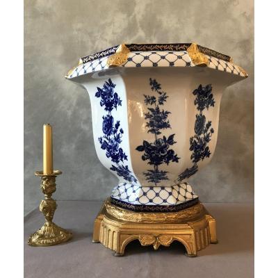 Grand  Cache-Pot En Porcelaine Et Bronze D'époque Fin 19 ème