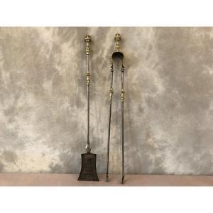 Ensemble D'une Pelle Et D'une Pince En Fer Et Bronze De Style Louis XVI D'époque 19 ème