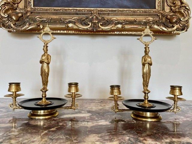 Attribué à BARBEDIENNE - Paire de Bougeoirs en Bronze Doré