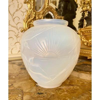 SABINO Paris - Vase Art Déco Opalescent aux Hirondelles