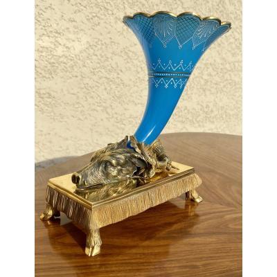 La Chasse - Sculpture en Bronze Doré & Opaline