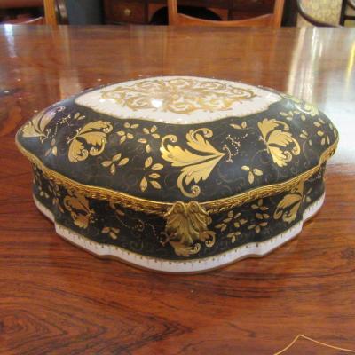 Coffret ou boite Le Tallec Rare Porcelaine à Décor De Fleurs Or Sur Fond Noir. Signé.