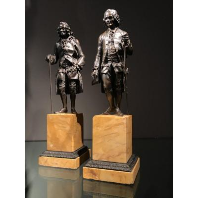 Paire De Sculptures En Bronze Patiné, Voltaire Et Rousseau, époque Charles X.