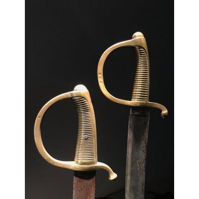 Deux Sabres Briquets, Dont Un Modèle De L'an IX Et Un Modèle L'an XI.