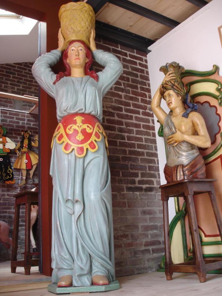 Grande Statue De Facade De Manege