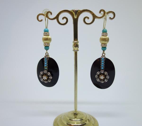 Boucles d'Oreilles Pendantes 1900, en Or , Onyx, Turquoises, Diamants et Perles fines.