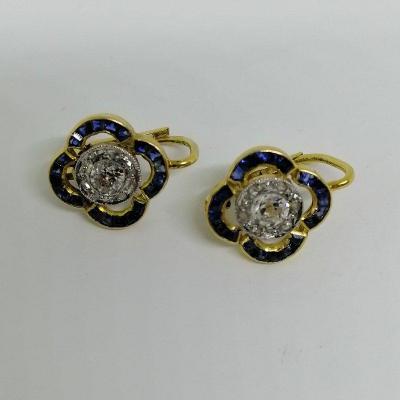Boucles d'Oreilles Dormeuses Avec Saphirs Et Diamants.