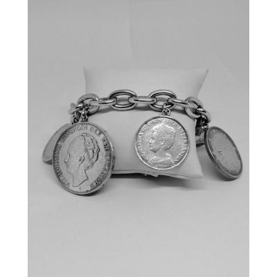 Bracelet Argent, Avec Grosses Pièces De Monnaies En Breloques.
