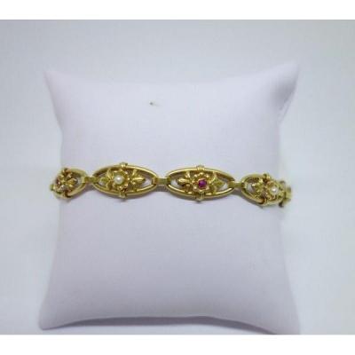 Bracelet En Or Jaune Avec Perles Et Petits Rubis, Art Nouveau.