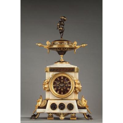Neo-etruscan Pendulum