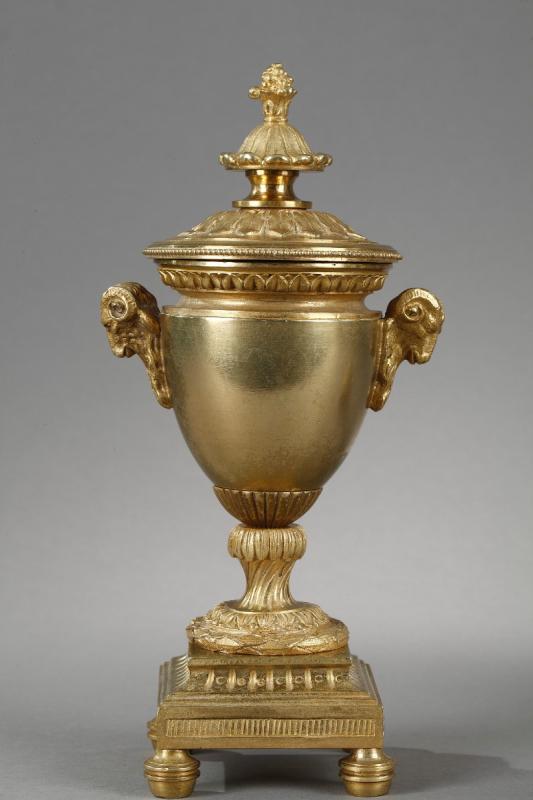 Elégants Bougeoirs-cassolettes Réversibles En Bronze Doré-photo-3