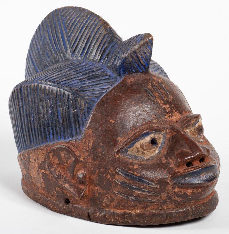 Culture Yoruba Nigéria - Masque en bois et pigments blanc et bleu