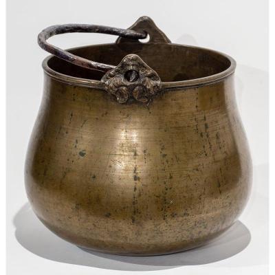 Chaudron Aux Mascarons Haute Époque En Bronze Patiné - 17ème Siècle