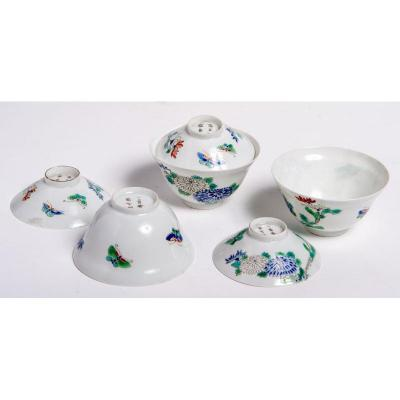 Japan Meiji Era - Three Covered Porcelain Bowls With Flowers And Butterfly Decoration
