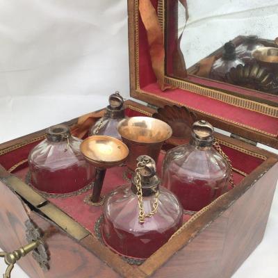 Coffret à  Odeurs ,Nécessaire à Parfums, Paris  XVIIIième Siècle , argent massif et bois précieux
