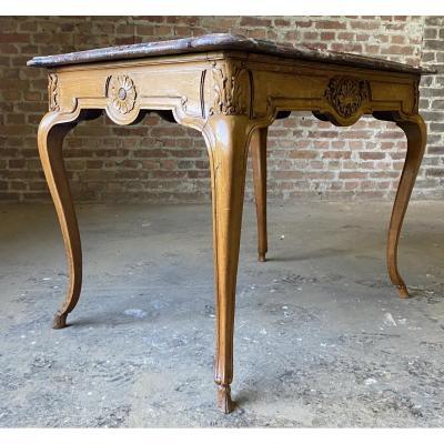 Very &nbsp;elegant marble top table in R&eacute;gence style.<br />