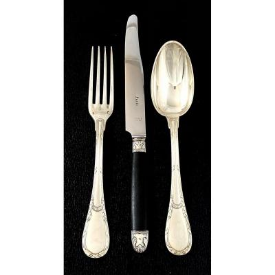 Splendid canteen in sterling silver and ebony in the neoclassical or Louis XVI style by the famous Paris silversmith Jean E. Puiforcat.<br />