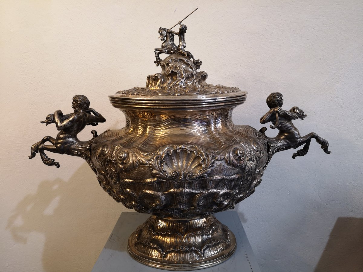 Important And Large Soup Tureen In Sterling Silver