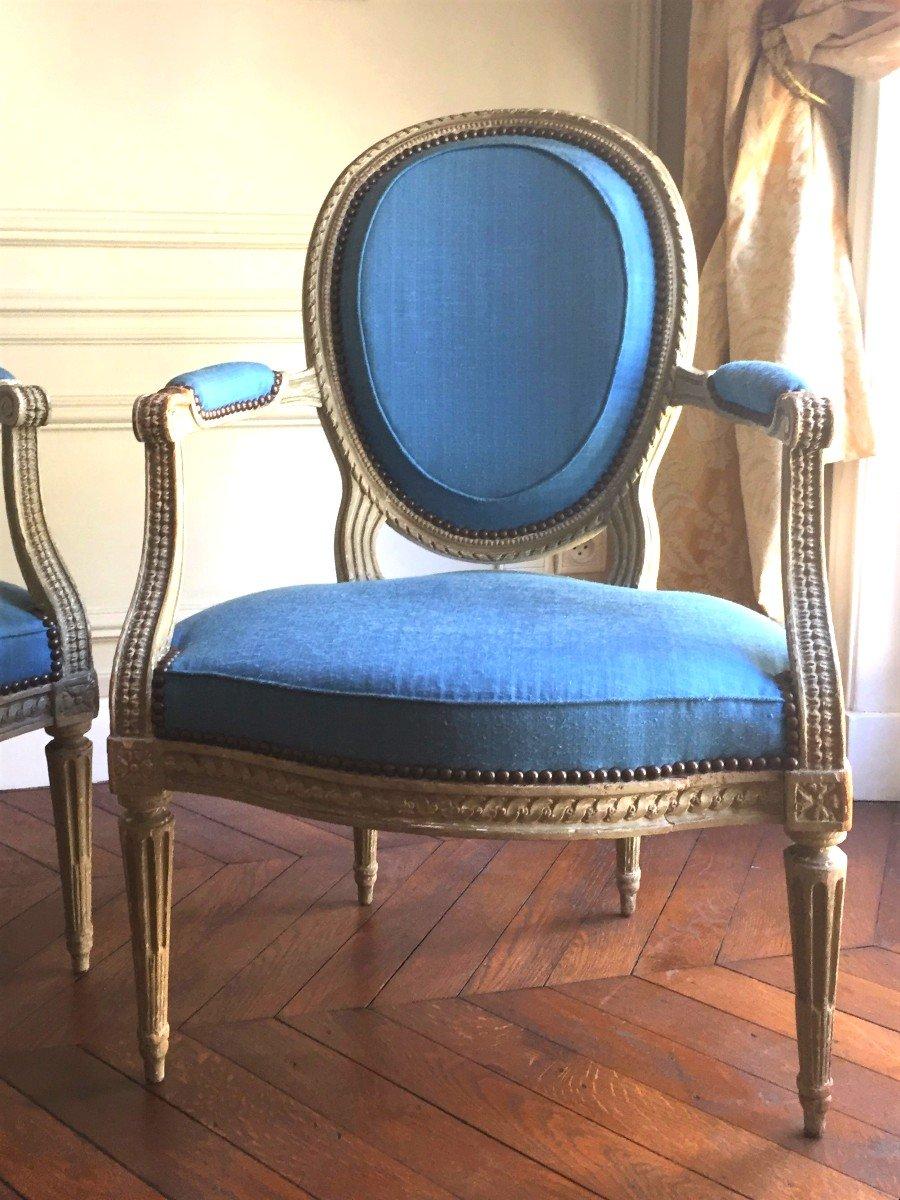 Paire De Larges Fauteuils Cabriolets Louis XVI Estampillés De I B Séné, XVIIIe Siècle