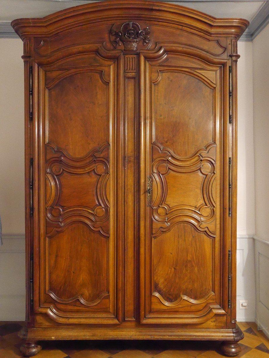 Grande Armoire En Noyer, XVIIIe Siècle