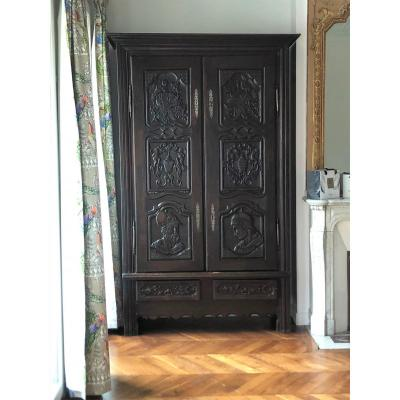 Cabinet Or Wardrobe In Carved Wood, 17th Century