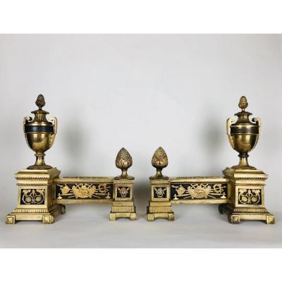 Importante Paire De Chenets En Bronze Doré Et Patiné, fin XVIIIe