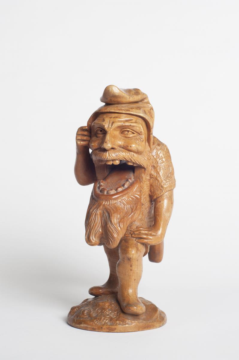 ancien casse noix suisse en form de gnome ou nain objets de curiosit. Black Bedroom Furniture Sets. Home Design Ideas