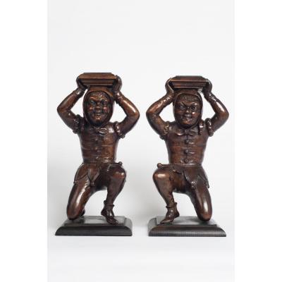 Paire De Bouffon Sculpté